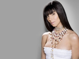 Roselyn Sanchez, top, Necklace, White